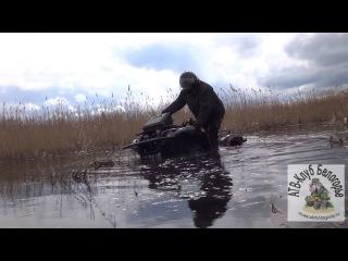 ATVs do stunt .. In the water and dirt on the neck .. АТВ Клуб Белогорье (Месим грязь) часть 1