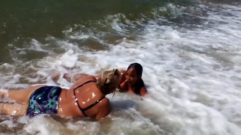 Незабываемые купания на волнах! видеоэпизод...