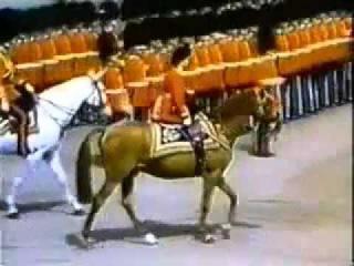Королева Британии почитает древнеегипетскийиудейский культ – Смотреть видео о...