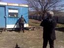 Хачи трюкачи проверяют бронежилет на себе