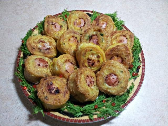 Сосиска в вафле на скорую руку Картофельный рулет с сосиской Горячая закуска
