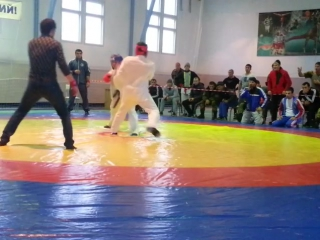 Эсенбаев Гасан (красном)
