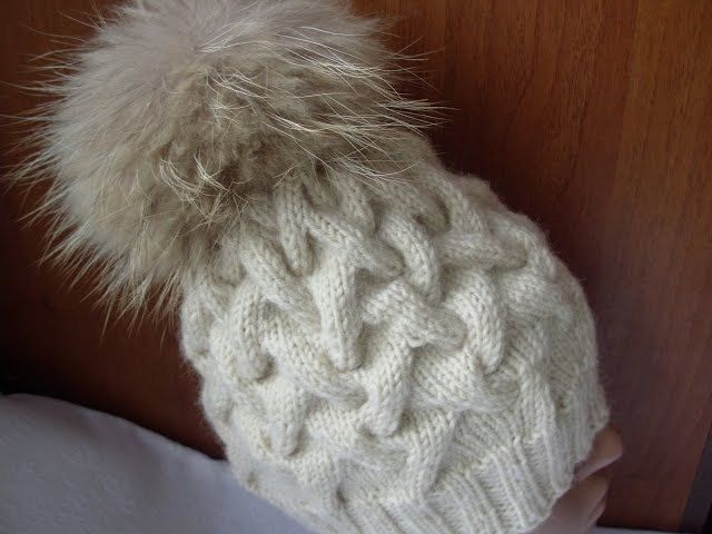 Вязание шапки спицами узором