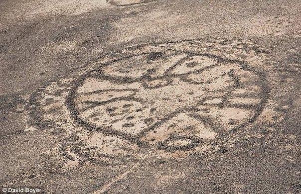 в сирии и саудовской аравии найдены странные колеса на ближнем востоке существуют геоглифы, способные дать фору перуанским. они тянутся от сирии до саудовской аравии, видны только с высоты
