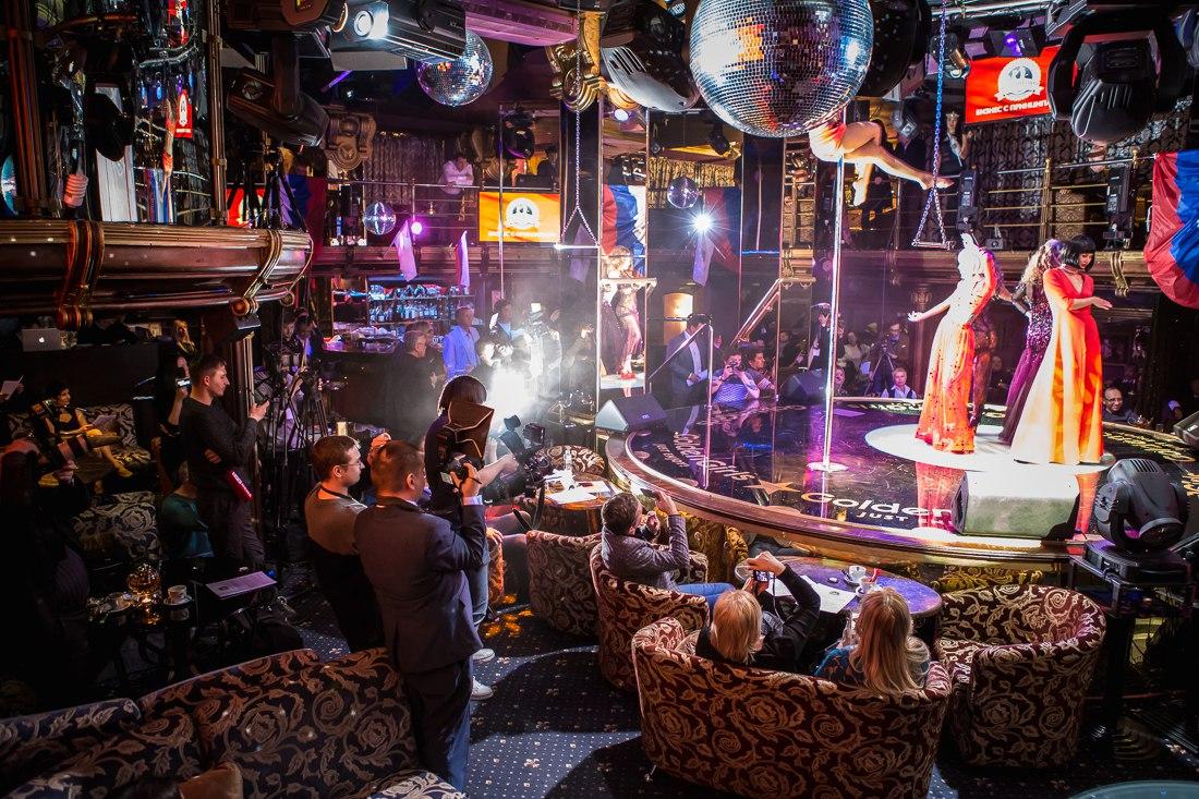 Мир в клубе стриптиза успех ночных клубов