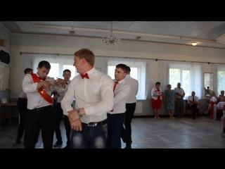 самый зажигательный танец жениха и друзей. Выкуп невесты)))