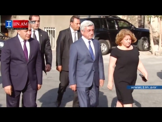Президент Армении Серж Саргсян на траурной церемонии прощания с матерью экс-президента Роберта Кочаряна 17 августа 2015 года