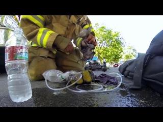 Пожарник спас котенка (6 sec)