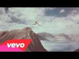 Calle 13 - La Vida (Respira el Momento) (Official Video) Explicit