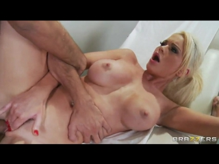 Keiran Lee ебет озабоченную медсестричку Alexis Ford | brazzers porn | Uniform | Blonde | Squirt | Facial | Doctor | Blowjob (PO