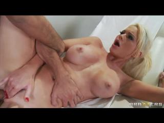 Keiran Lee ебет озабоченную медсестричку Alexis Ford | brazzers porn | Uniform | Blonde | Squirt | Facial | Doctor | Blowjob (PO