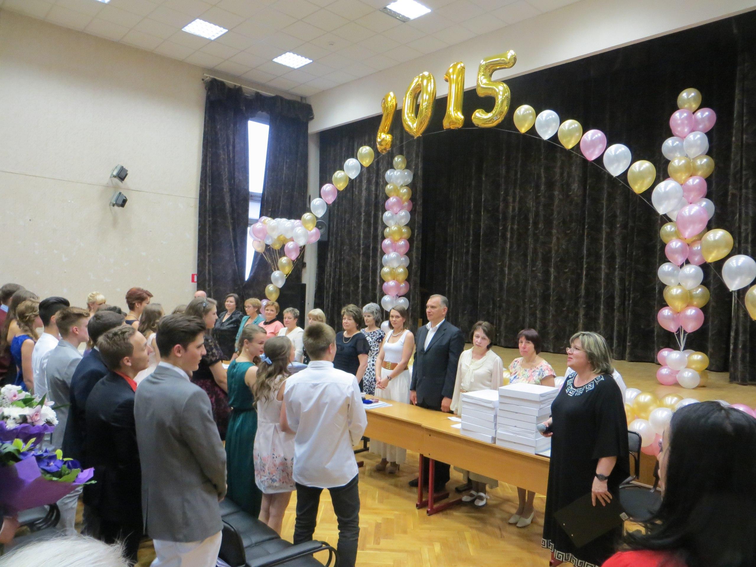 Глава управы района Ростокино поздравил выпускников школы № 306
