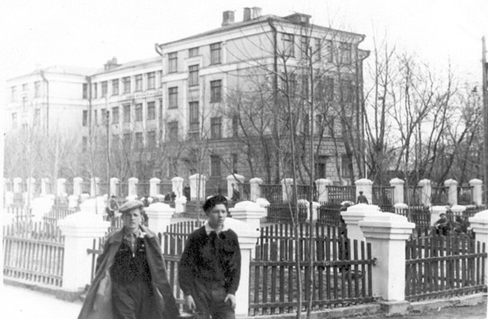 Почему до Великой  Отечественной в конце 30-х  строили такие школы и жилые дома?