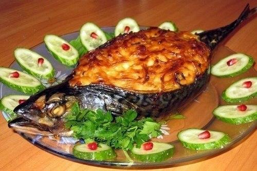 Скумбрия, фаршированная шампиньонами и овощами