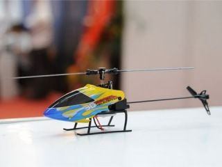 2 4G 6CH Flybarless RC Helicopter