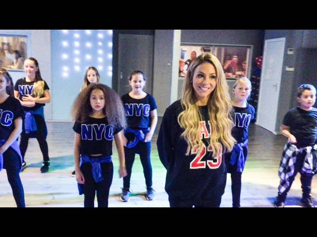 MANDY JIROUX visits Saskias Dansschool - Justin Bieber - Where are you now - What do you mean