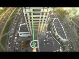 Минск: экстремал прошел между башнями на высоте 60 метров