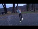 Отлично двигается Очень красиво танцует Можно смотреть бесконечно Танец Светящиеся кросовки