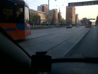 Пермь. Трамваи едут по обоим путям в одном направлении. Видео