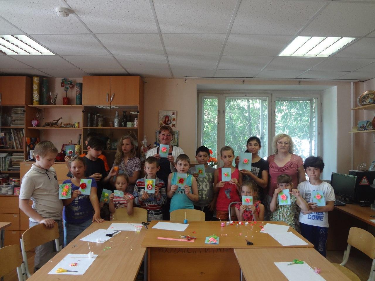 Дети из дневного отделения ТЦСО посетили мастер-класс «Цветы из бумаги»