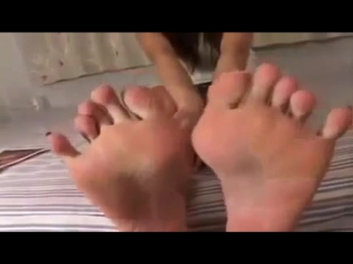 Красивые ступни девушки азиатки!