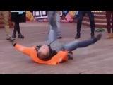 Колян танцует под песню Венца