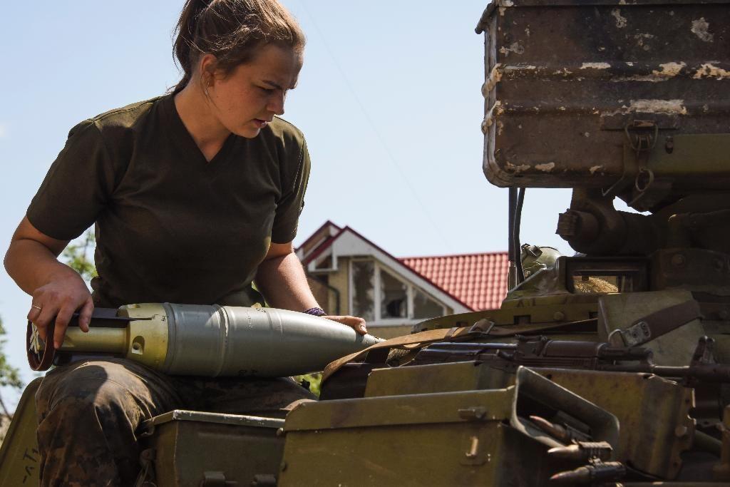 Боевики дополнительно подтянули на огневые позиции крупнокалиберную артиллерию, совершено более 30 обстрелов украинских позиций, - пресс-центр АТО - Цензор.НЕТ 1523