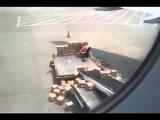 Погрузка грузов в самолет, ленивый грузчик