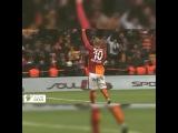"""GALATASARAY on Instagram: """"Sneijder Trabzon maçının ardından böyle 3'lü çektirdi. #TekBilekTekYürek #Galatasaray #Cimbom #igersGS #1905 #4Yıldız #ultrAslan…"""""""