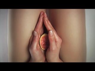 Запрещенная французкая реклама фруктов.  by БрЕдОгЕнЕрАтОр