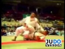 JUDO 1980 All Japan: Yasuhiro Yamashita 山下 泰裕 (JPN) - Sumio Endo 遠藤 純男 (JPN) (蟹挟, Kani Basami)