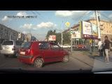 Hyundai Getz, восклицательный знак, крутой поворот...