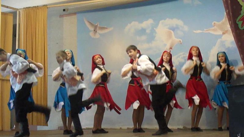 Праздничный еврейский танец