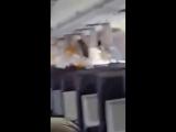видео из салона самолета после взрыва