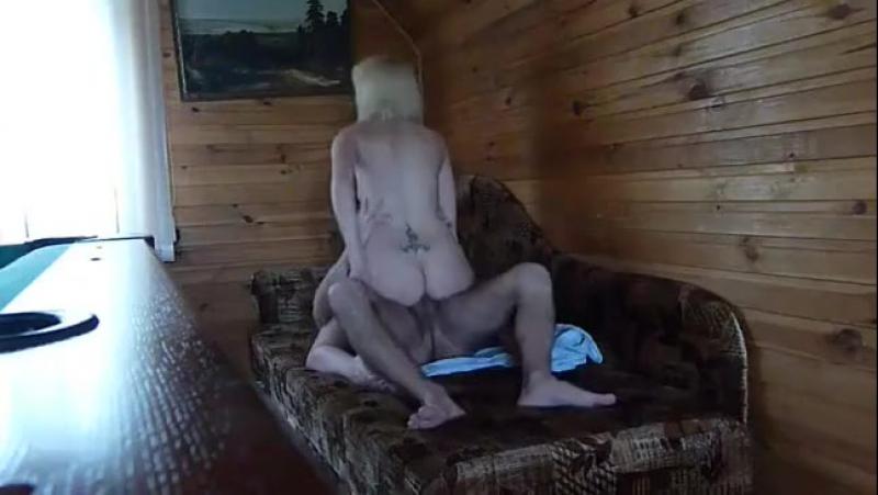 skritaya-kamera-v-selskoy-bani-porno-video-redzhina-ays