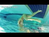 Девушки плавают. Съемки под водой.