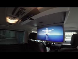 Volkswagen multivan Установка в салоне потолочного монитора