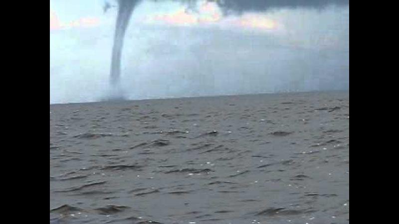 Торнадо на ладожском озере.AVI