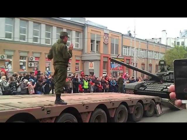 Погрузка танка около площади Куйбышева Самара 09 05 15