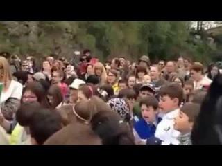 HOMENAGEM DAS CRIANÇAS ITALIANAS AOS SOLDADOS DA FEB