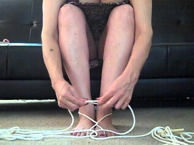 How to tie up your toes with rope
