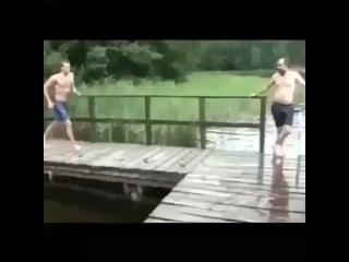 """Короткие приколы on Instagram: """"Купайтесь осторожно) #korotkie_prikoli #приколы #момент #купание #вода"""""""