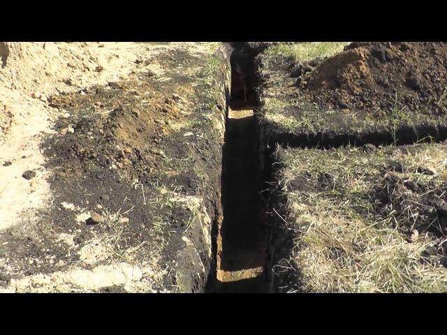 Траншея под ленточный фундамент, чем опасна глина.