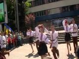 танцюють наші ліцеїсти на гала-концерті Я маю право