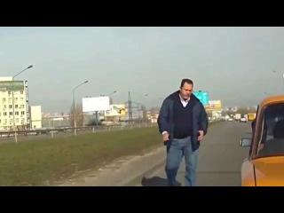 Драка на дороге в Украине  Гопник получил по заслугам
