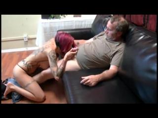 Зрелые, дед трахает молодую шлюшку