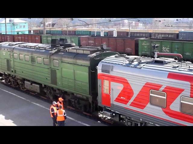 Тепловозы 2ТЭ10У-0075 и 2ТЭ10У-0127 на станции Томск-1. 3.05.2015.