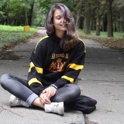 Лола Юрченко