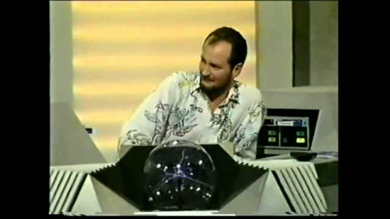 Roger Taylor (Queen) drum solo on Brainstorm with Kenny Everett 1988