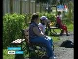 Архангельский ЦБК и новодвинские студенты подарили городу бумажников новые скамейки
